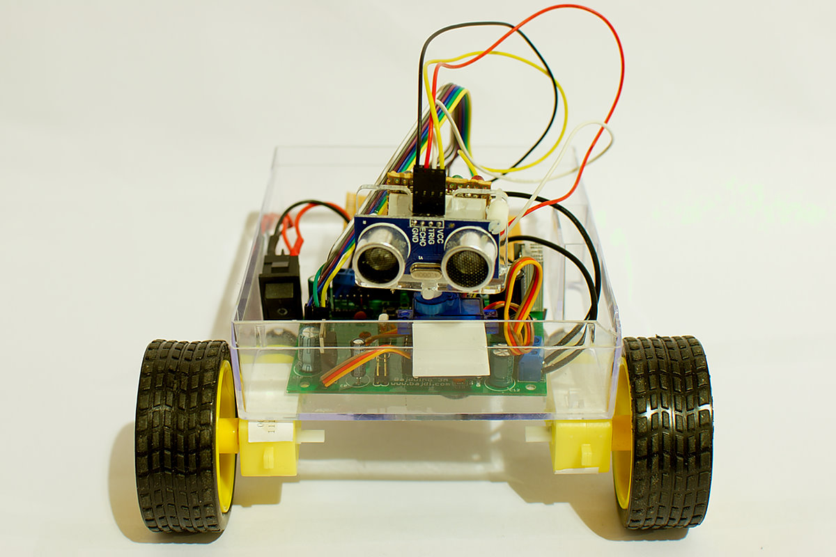 Obstacle avoiding robot made from cheap parts bajdi